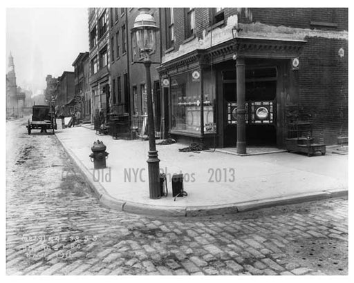 Broome Street 1916 - looking north -  this corner is in Soho but runs through Little Italy aswell Old Vintage Photos and Images
