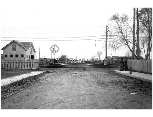 Cedar Ave - looking up at Beach 73 St. Rockaway Beach - Queens NY Old Vintage Photos and Images