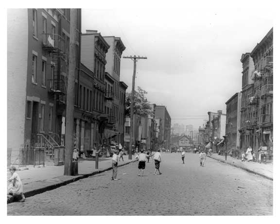Children at play in the streets of Williamsburg 1918 Old Vintage Photos and Images