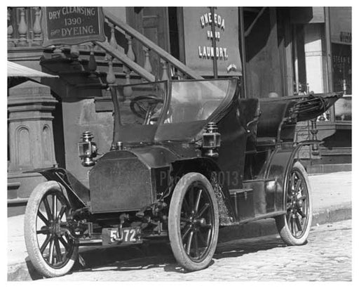 Classic Car parked on Lexington Avenue 1911 - Upper East Side, Manhattan - NYC II Old Vintage Photos and Images
