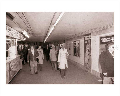 Commuters leaving the subway Old Vintage Photos and Images