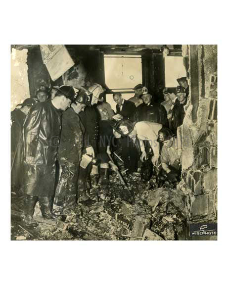 Empire State Building Plane crash 1945 - Midtown Manhattan Old Vintage Photos and Images
