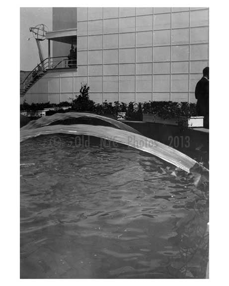 Fountain & Pool at the Worlds Fair 1939 - Flushing - Queens - NYC Old Vintage Photos and Images