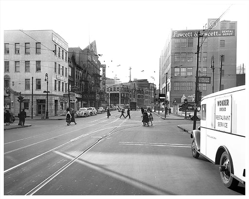Wonder Bread Truck on Jay Street, Star Theater on left, Brooklyn - 1943