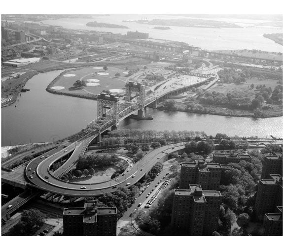 Manhattan approach to the Triborough Bridge Lift - exchange/toll Plaza Old Vintage Photos and Images