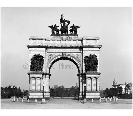 Memorial Arch at Grand Army Plaza Old Vintage Photos and Images