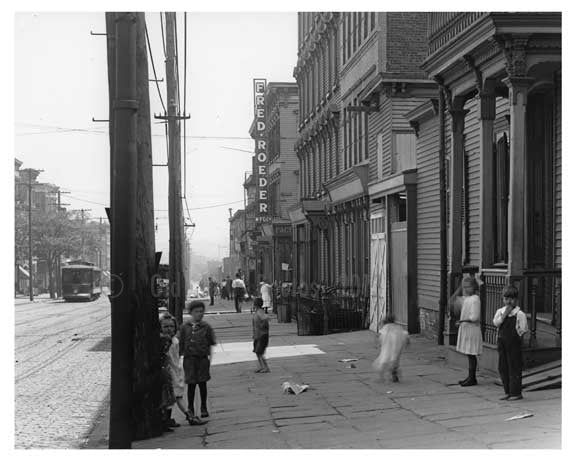 Metropolitan  Avenue  - Williamsburg - Brooklyn, NY 1916 IV Old Vintage Photos and Images
