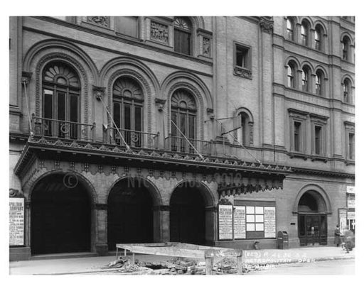Metropolitan Opera House - Broadway  40th Street - Midtown Manhattan - 1915 Old Vintage Photos and Images
