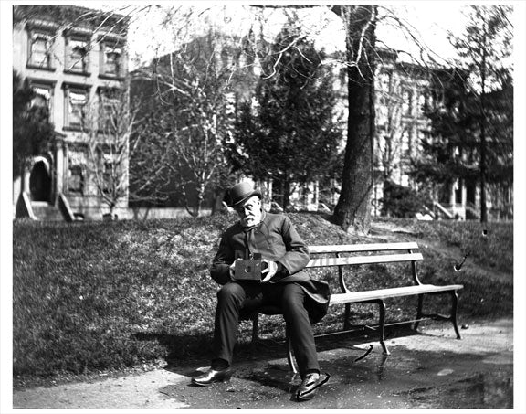 Old man on the park bench Old Vintage Photos and Images
