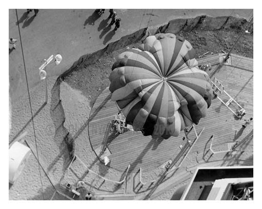 Parachute jump at Worlds Fair 1939 - Flushing - Queens - NYC Old Vintage Photos and Images