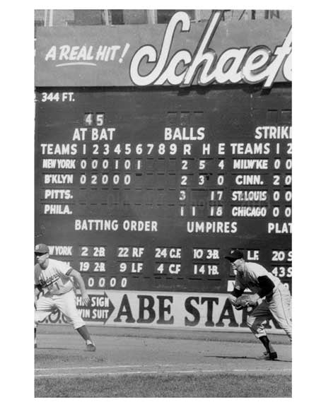 Pee Wee Reese leading off 1st Base vs. NY Giants 1957