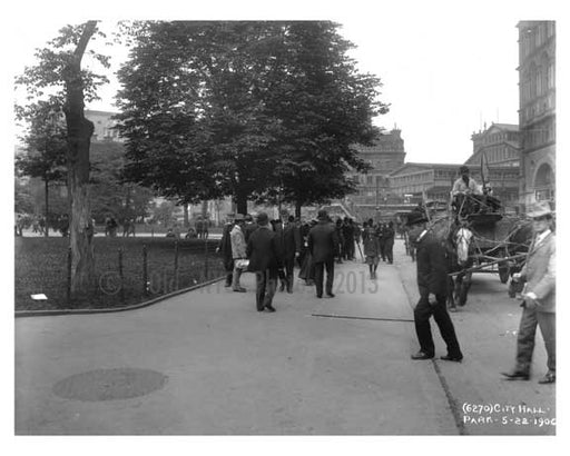 People walking around City Hall Park- Downtown  Manhattan 1906 Old Vintage Photos and Images