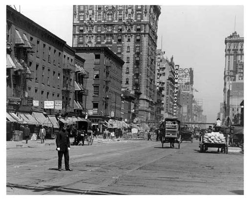 Policeman directing traffic at 7th Avenue between 33rd & 34th Streets - Chelsea NY 1915 Old Vintage Photos and Images