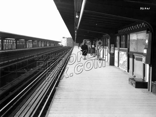 Saratoga Avenue station on the Livonia Avenue Line, 1940s Old Vintage Photos and Images