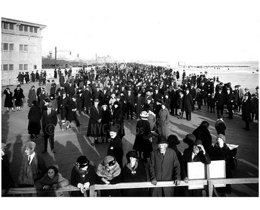 The first Sunday Crowd on the Boardwalk 1922 Old Vintage Photos and Images