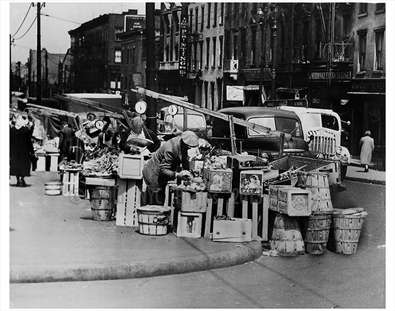 vegatable street vendors Old Vintage Photos and Images