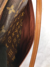 Load image into Gallery viewer, PRELOVED Louis Vuitton Monogram Trocadero 27 Shoulder Bag