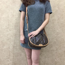Load image into Gallery viewer, PRELOVED Louis Vuitton Mono Menilmontant PM Crossboy Bag