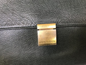 PRELOVED Louis Vuitton Taiga Epicea Clutch Bag