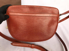 Load image into Gallery viewer, PRELOVED Louis Vuitton Epi Leather Juene Fille MM Brown Shoulder Bag