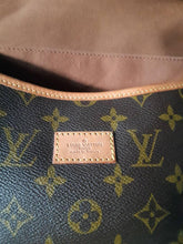 Load image into Gallery viewer, PRELOVED Louis Vuitton Mono Saumur 35 Crossboy Bag