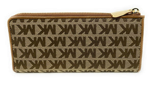 MICHAEL KORS IN SIGNATURE JET SET LARGE THREE QUARTER ZIP WALLET (BEIGE/EBONY)