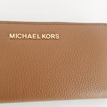 Load image into Gallery viewer, Michael Kors Jet Set Travel Large Three Quarter Zip (Luggage)