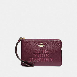 STAR WARS X COACH CORNER ZIP WRISTLET WITH IT IS YOUR DESTINY F88922 (IM/DARK BERRY)