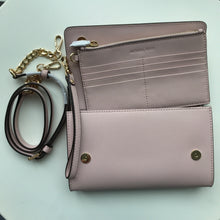 Load image into Gallery viewer, MICHAEL KORS JET SET TRAVEL 3IN1 WRS CLUTCH CROSSBODY BLOSS