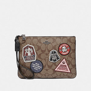 STAR WARS X COACH GALLERY POUCH IN SIGNATURE CANVAS WITH PATCHES F88545 (QB/KHAKI MULTI)