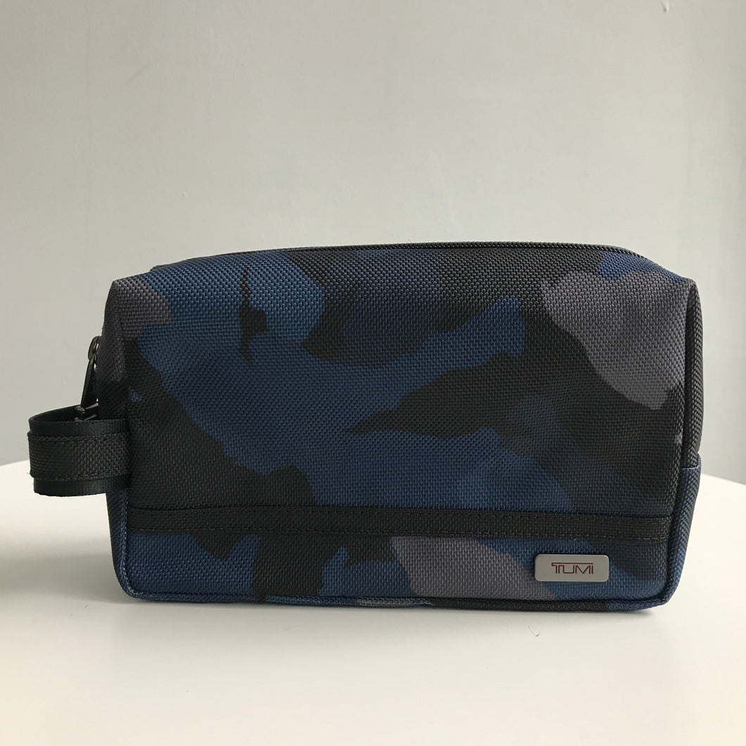 TUMI MEDIUM KIT POUCH (BLUE CAMO)