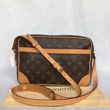 Load image into Gallery viewer, PRELOVED Louis Vuitton Mono Trocadero 30 Shoulder Bag