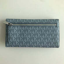 Load image into Gallery viewer, MICHAEL KORS JET SET TRAVEL LARGE TRIFOLD SIGNATURE PALE BLUE/NAVY