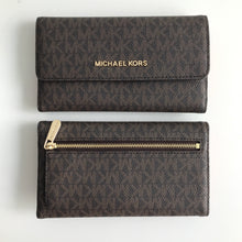 Load image into Gallery viewer, MICHAEL KORS JET SET TRAVEL LARGE TRIFOLD SIGNATURE BROWN/DK SANGRIA