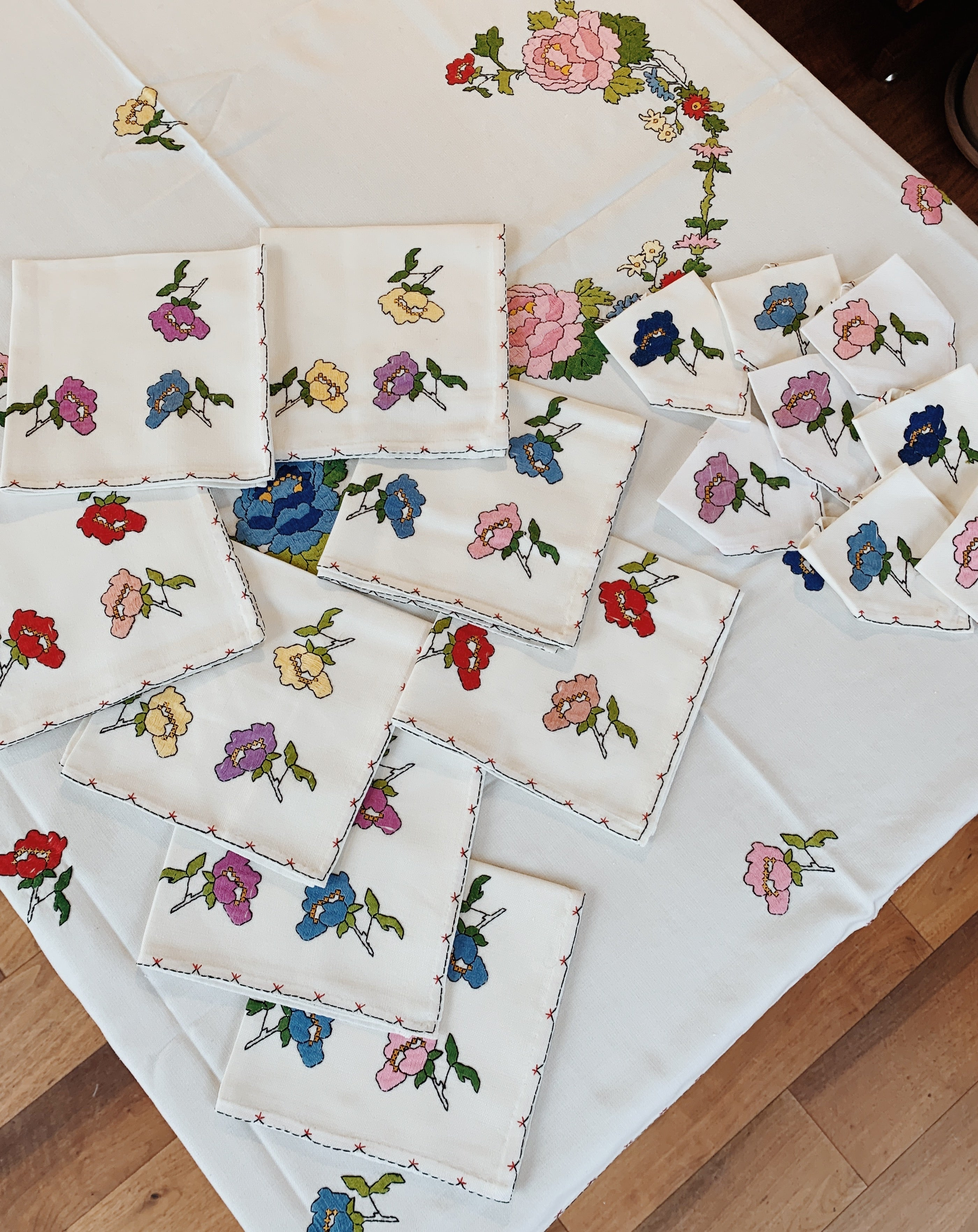 Early 20th Century Spanish Hand Embroidered Tablelcloth with 8 Dinner Napkins & 8 Cocktail Napkins