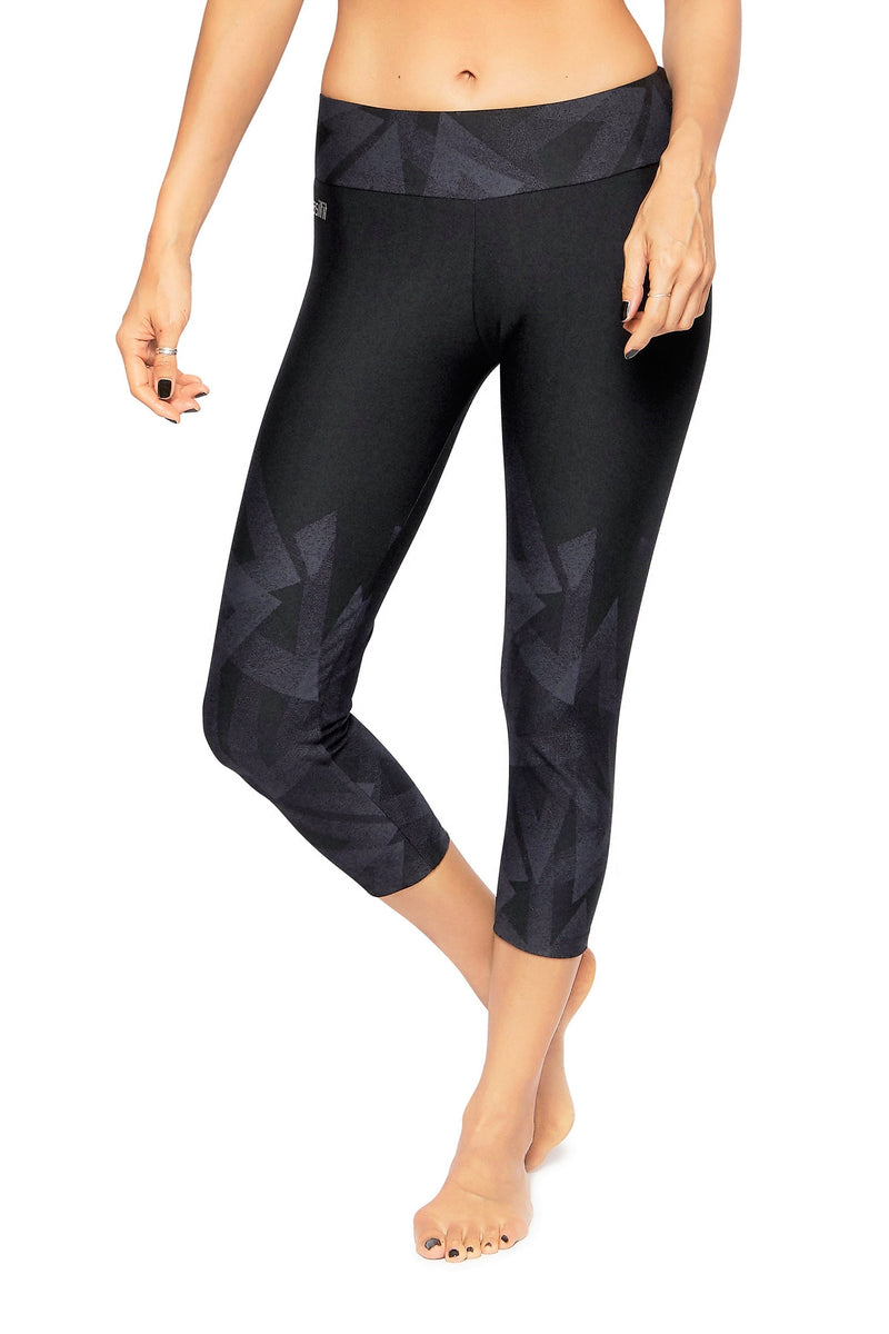 Brasilfit Australia Activewear High compression 7/8 sports tights Mirrors-black with subtle geometrical chic pattern mid calf ength - front view close up