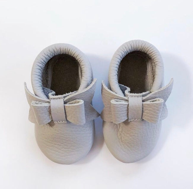 Leather Bow Moccasins - Grey