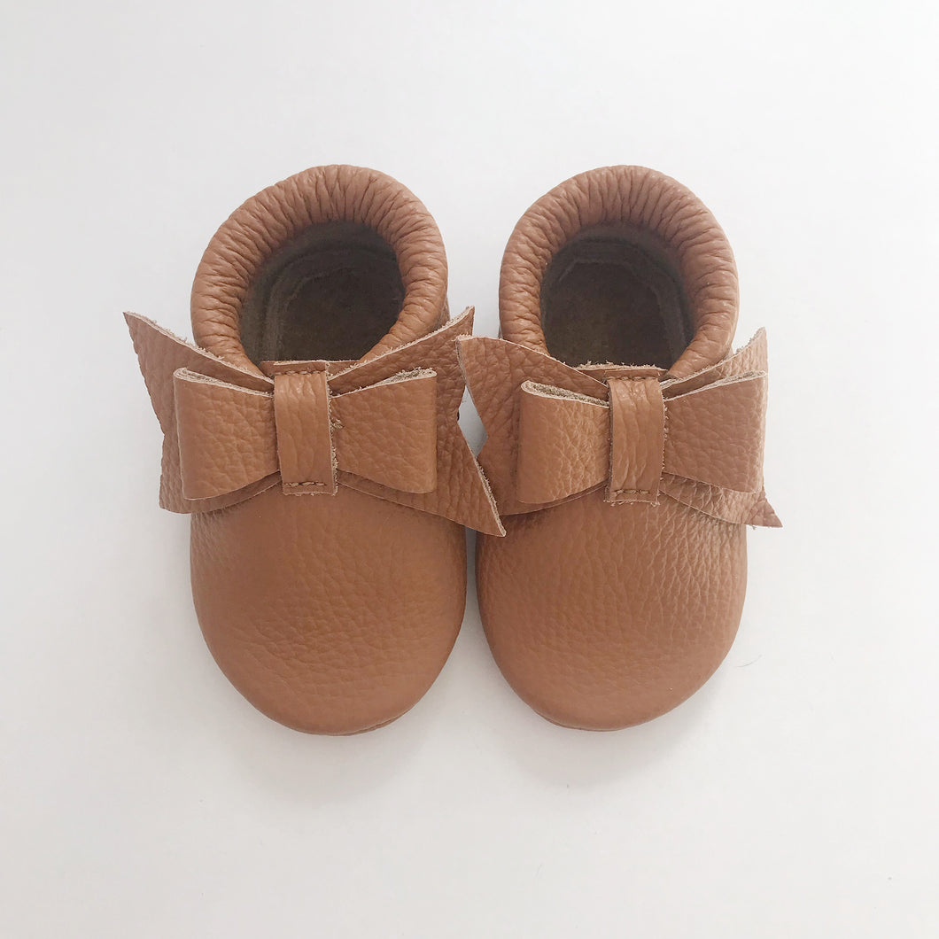 Leather Bow Moccasins - Tan