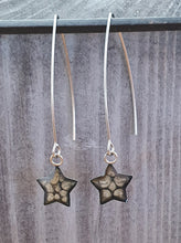 Load image into Gallery viewer, Long wire drop star earrings