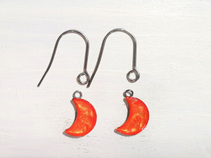 Moon drop earrings with short wires