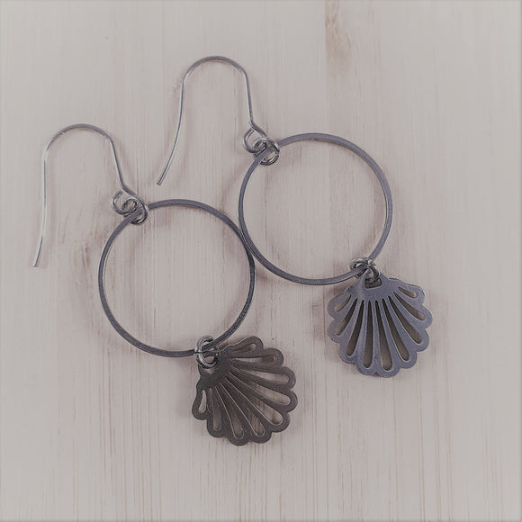 Stainless steel charm drop earrings Shell