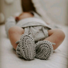 Load image into Gallery viewer, Silver Grey Bonnet and Bootie Set