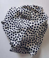 Load image into Gallery viewer, Polka Dot Linen Wrap