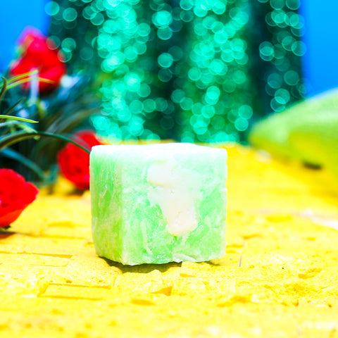 GREEN IS THE NEW BLACK Shampoo Bar