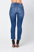 Load image into Gallery viewer, O-CROP' HIGHWAIST JEANS