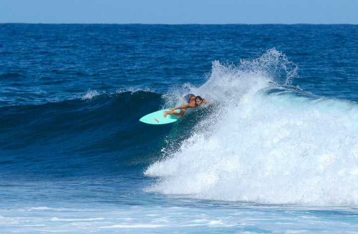 SOLO TRAVELER SURF GIRL GUIDE