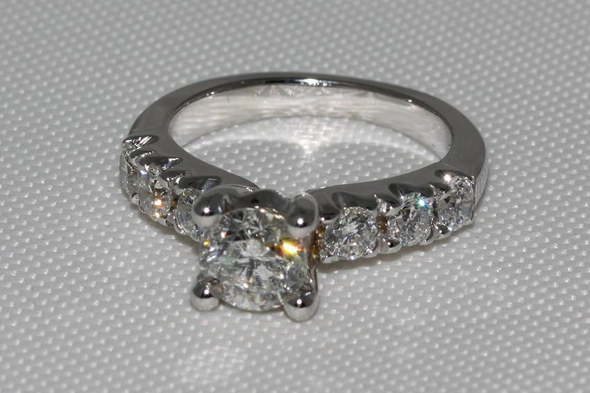 Women diamonds engagement ring 2.51 ct F VS1 white gold