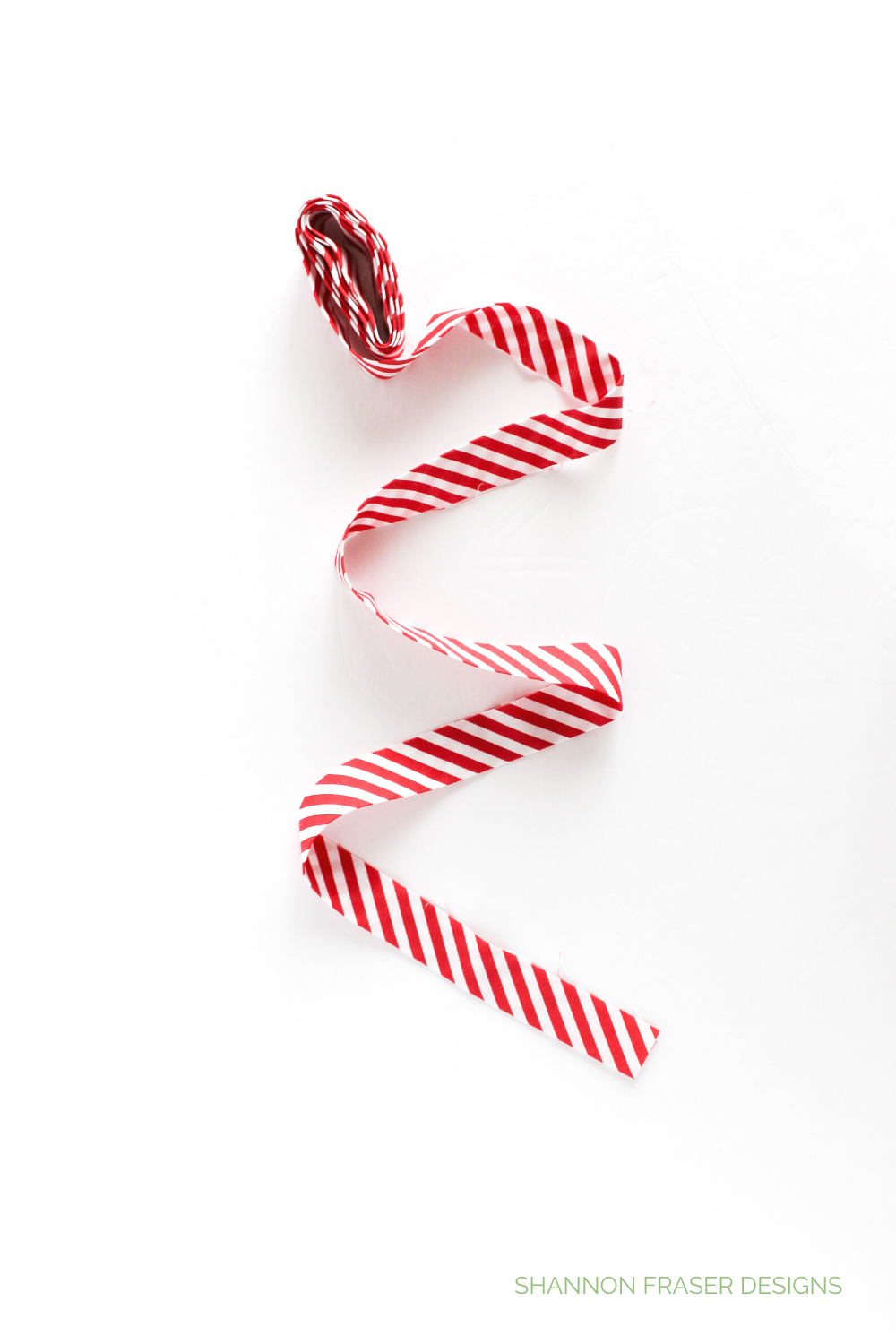 Red candy cane stripe binding rolled up with tail curling down | Quilted Mint Block | Shannon Fraser Designs #quiltbinding
