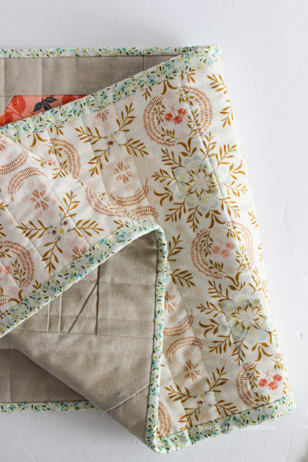 Binding detail on the Jolly Jelly quilted table runner featuring AGF Velvet | Shannon Fraser Designs #quilting