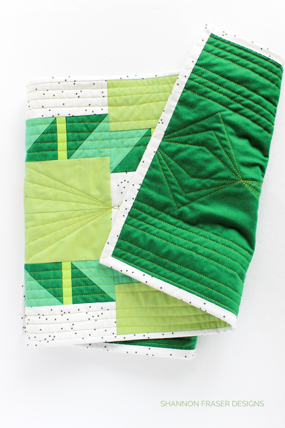 Quilting detail on the back of the green ombré Shattered Star quilted table runner featuring 28wt Aurifil Thread | Modern quilt pattern |  Shannon Fraser Designs #quilting